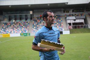 Alain con el Trofeo - Imagen Barakaldo Digital